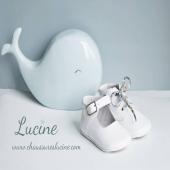 Les Mini-chaussons antidérapants en cuir LUCINE 🐋🤍 En vente sur notre site www.chaussureslucine.com , rubrique Bébés/mini-chaussons Lacets standards + cordons LIBERTY filles ou garçons OFFERTS Guide pointure directement sur notre site Merci @marine_goes pour cette jolie photo 💙 Baleine tirelire #maisonsdumonde #chaussureslucine #chaussonsbebe #chaussures #chaussuresenfant #babyshoes #kidsshoes #shoes #shoesaddict #chaussuresaddict #bebestyle #lookbebe #bebechic #bebechou #modebebe #modeenfant #babyfashion #kidsstyle #kidsfashion #kidslook #sochic #cuir #qualite #confort #babybrand #kidsbrand #frenchbrand #marquefrancaise #coupdecoeur